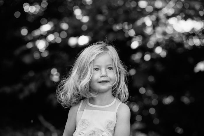 Couper les cheveux de bébé coupe effilée long coupe de cheveux pour fille adorable cheveux coupe epaule