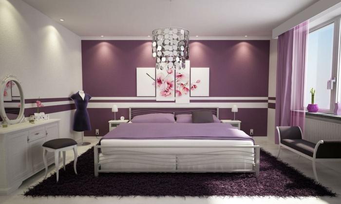 chambre en blanc et lilas, commode blanche, tapis lilas, lit blanc, tabouret et banquette noirs