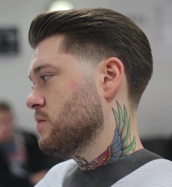 taille de barbe modele courte avec coupe tendance et pattes en dégradé