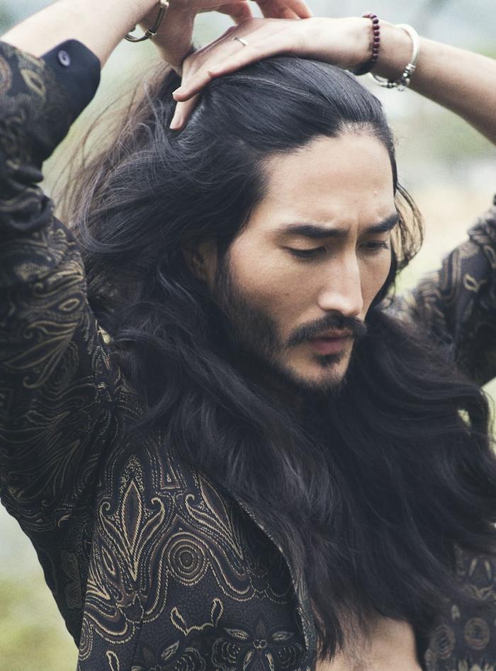 se laisser pousser les cheveux homme comme un samourai avec chignon top knot