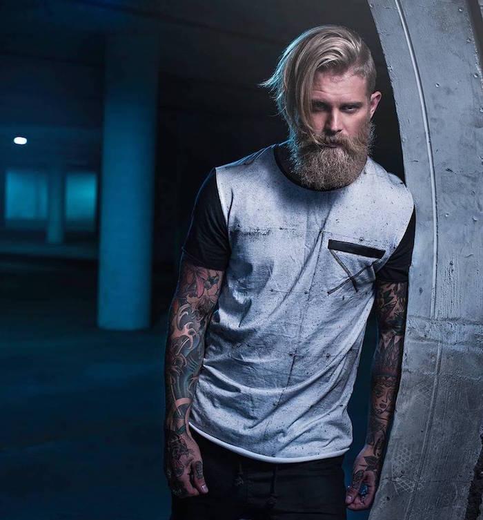 mode homme cheveux mi long sur le coté et court sur les cotés et barbe longue blonde sytle hipster viking