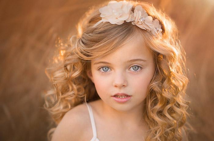Beauté astuces coiffure petite fille simple coupe enfant 2018 coupe de cheveux fille 2018 couronne de fleurs artificielles