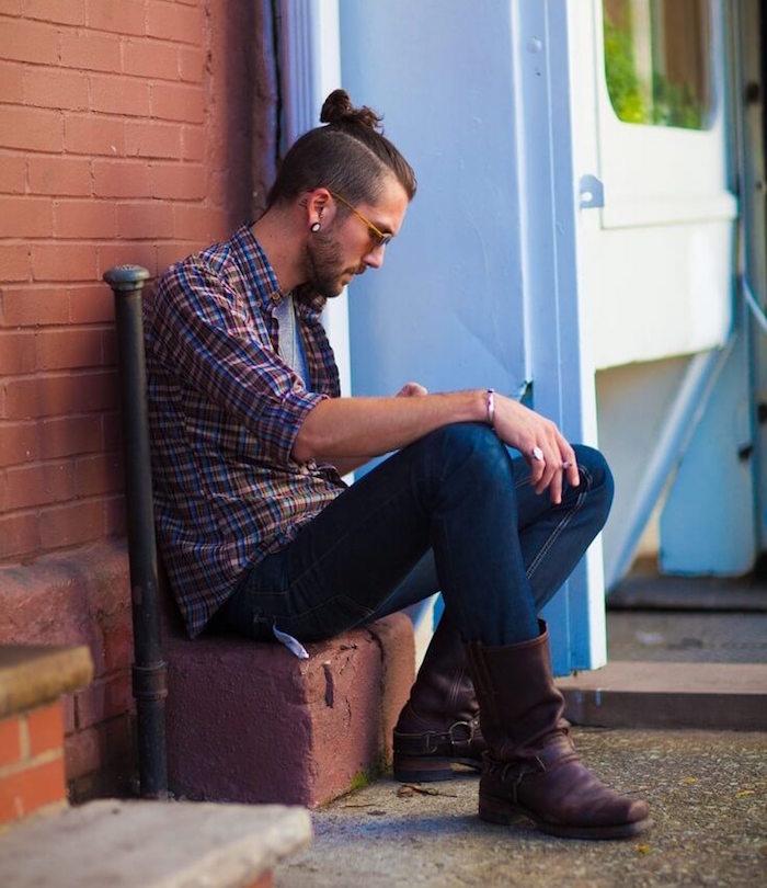 idée coupe cheveux long avec chignon et court sur le coté style man bun top knot