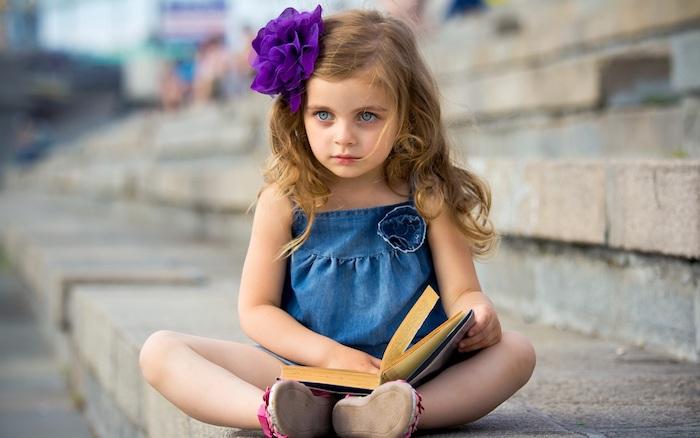 Les plus petites couper cheveux bébé fille coupe effilée mi long photographie fille coiffure adorable fille