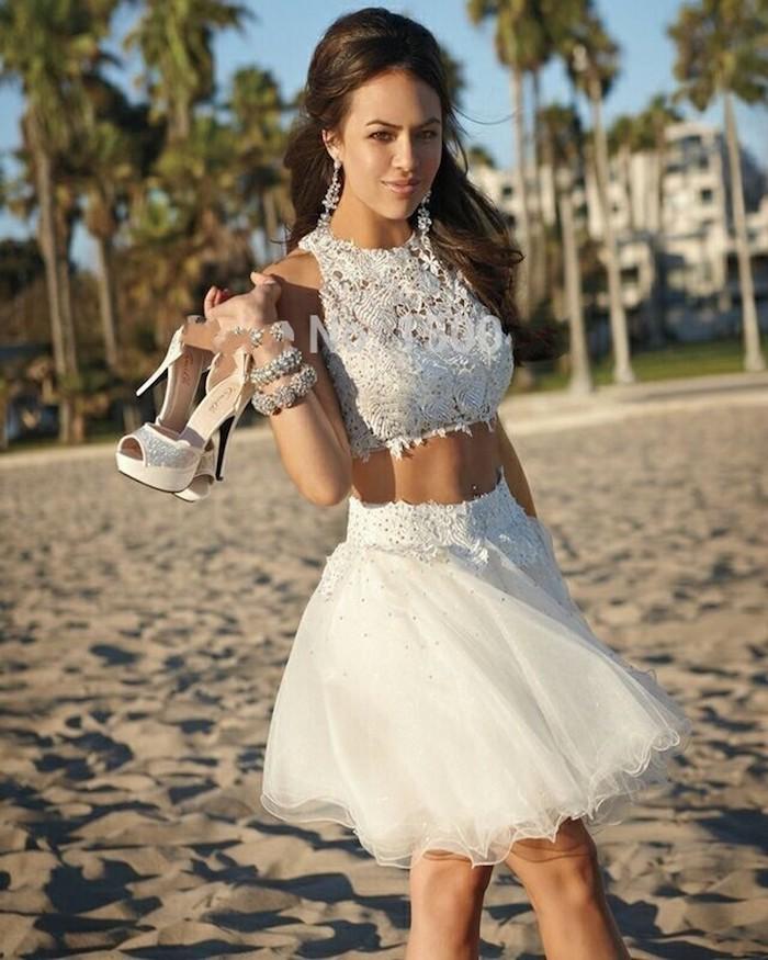 Robe courte en deux pieces robe blanche boheme chic robe de soirée courte blanche le bohème chic cropped top sandales à talon tenue habillée