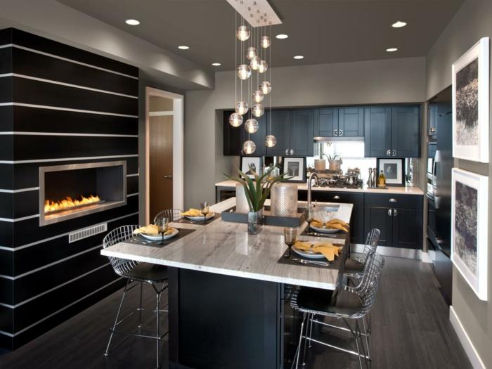 cuisine avec ilot central, jolie cuisine bois et noir, ilot multifonction avec évier et cheminée murale