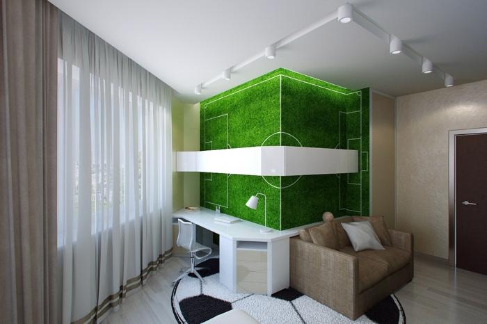 déco murale au thème champ de football avec surface imitation herbe, plafond blanc avec des appliques blanches en métal, tapis rond en forme de balle de foot