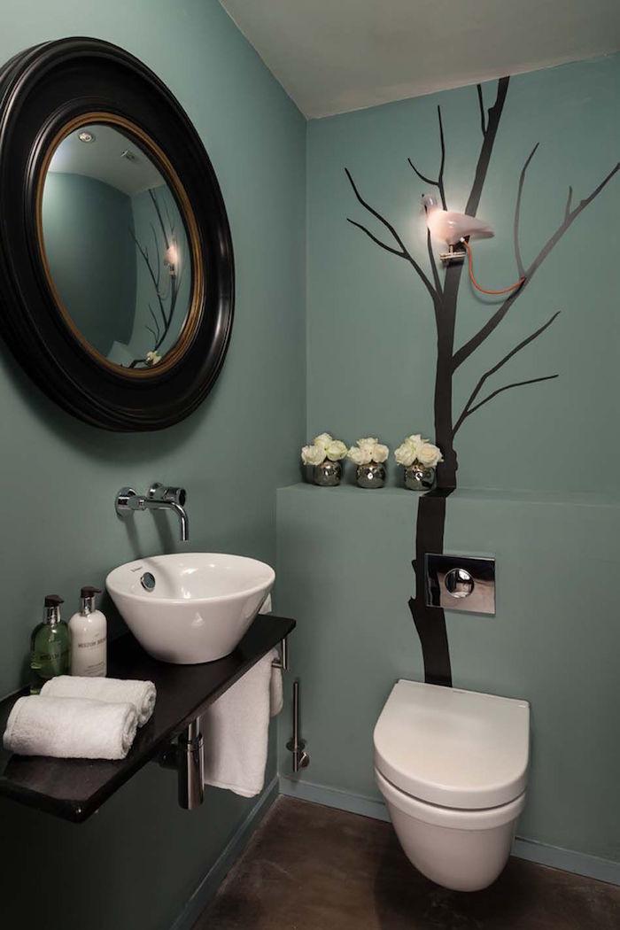 deco toilette bleu vert avec sticker arbre noir pour coté nature