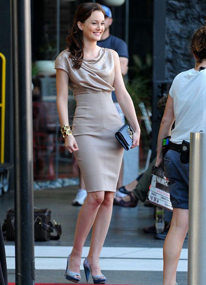 Robe ceremonie robe de soirée courte idee comment s habiller aujourd hui Leighton Meester exemple adorable robe etroite