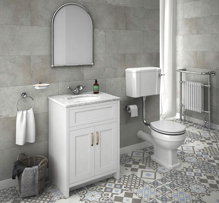 modele salle de bain carrelée grise avec carrelage sol graphique décoratif