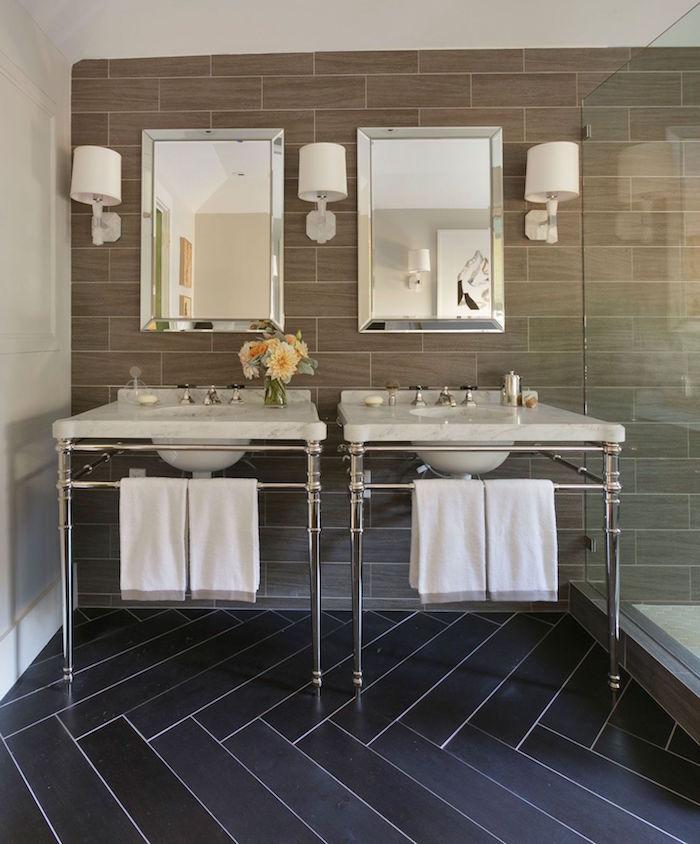 modele carrelage salle de bain noir rectangulaire en épis et mur sdb carrelé beige