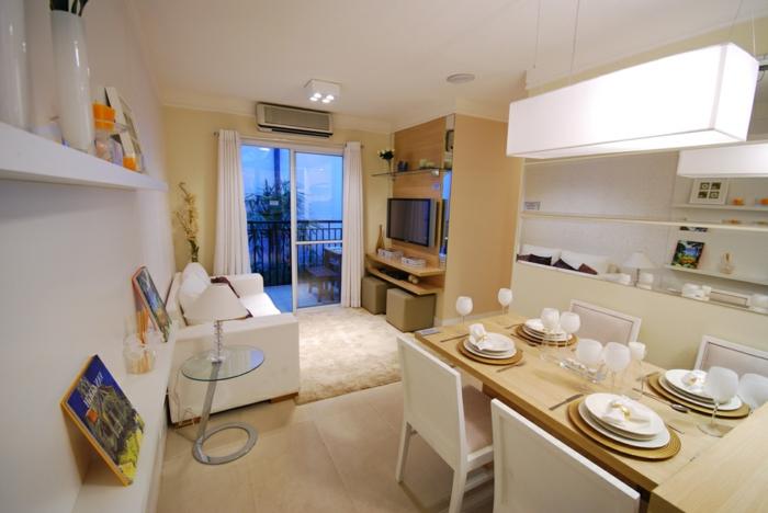 décoration intérieure en blanc, meubles en bois, deco salle à manger, étagères murales, peinture murale blanche