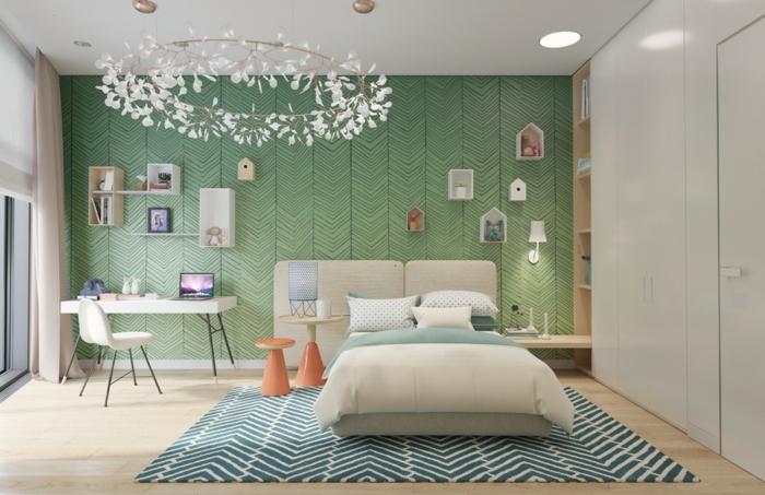 mur avec papier peint en vert, motifs feuilles vertes jungle, habiller un mur avec des étagères casiers déco blanches, luminaire en forme de grand cercle qui imite une couronne de fleurs