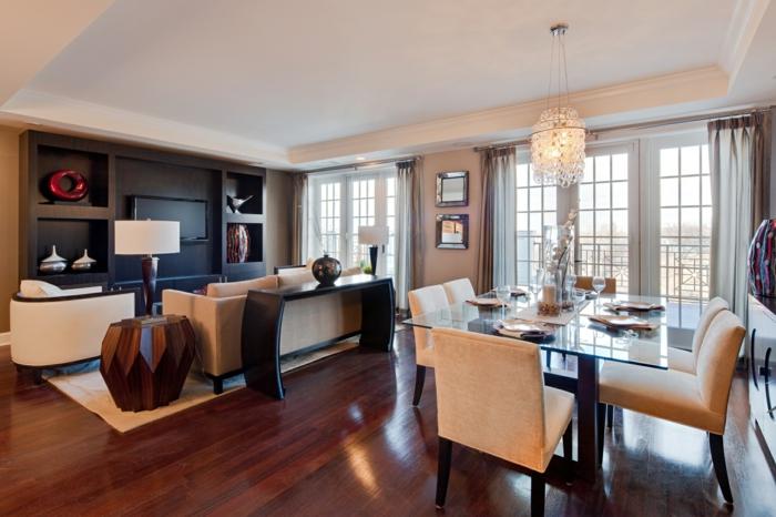 grand espace salle à manger et salon alliés, decoration salon peinture taupe , sol en bois foncé, table en verre élégante