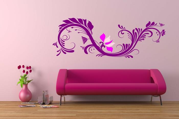 idee deco mur, dessin mur aux motifs fleuris en rose et fuchsia, canapé design en fuchsia, parquet en bois PVC finition brillante, vase rose avec des fleurs