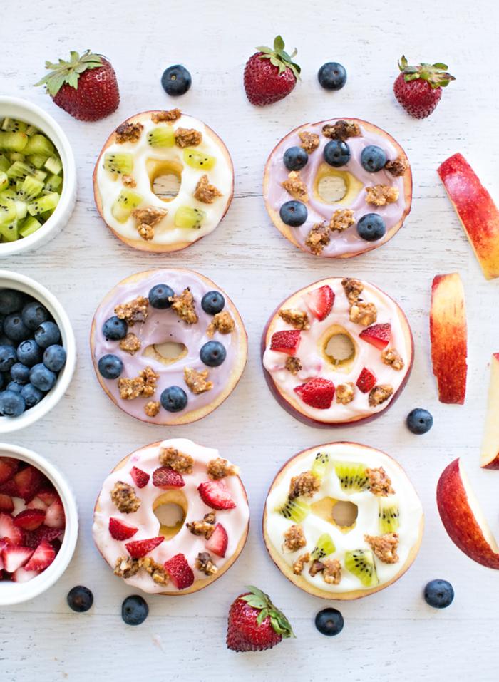 recette facile de donuts de pommes en version minceur, petit déjeuner healthy végétarien qui se décline en mille et une varinates