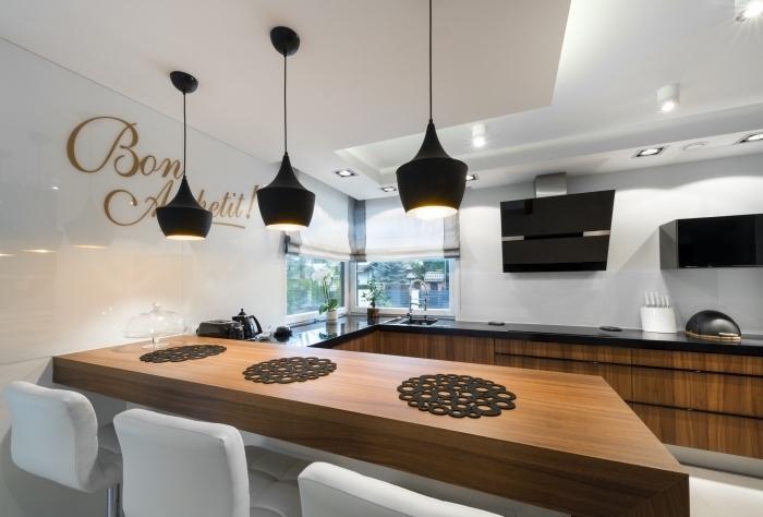 design stylé en blanc et noir avec meubles de bois foncé, modèle de plafond blanc suspendu avec éclairage led
