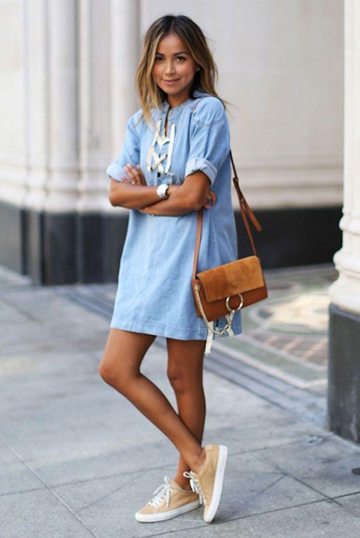 Basket chaussure femme comment porter des baskets avec une robe chemisier jean avec basket jaune