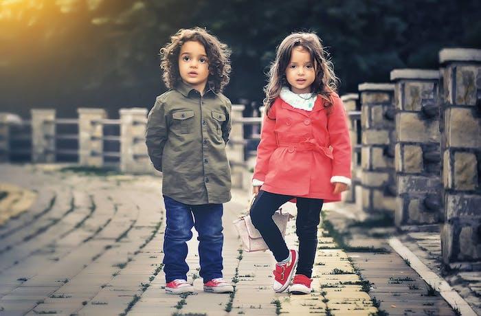 Photo coupe de cheveux petite fille coiffure petite fille adorable idée comment prendre une photo d'enfants