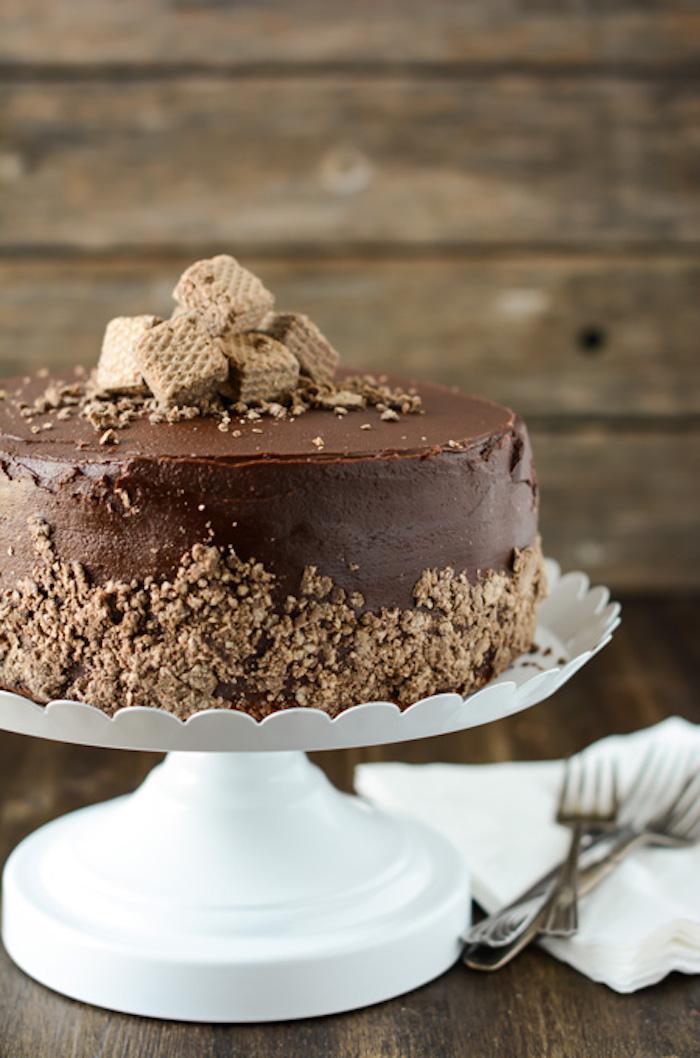 Gateau fourré recette de gateau au chocolat fondant anniversaire adulte déco avec gouffres chocolatés