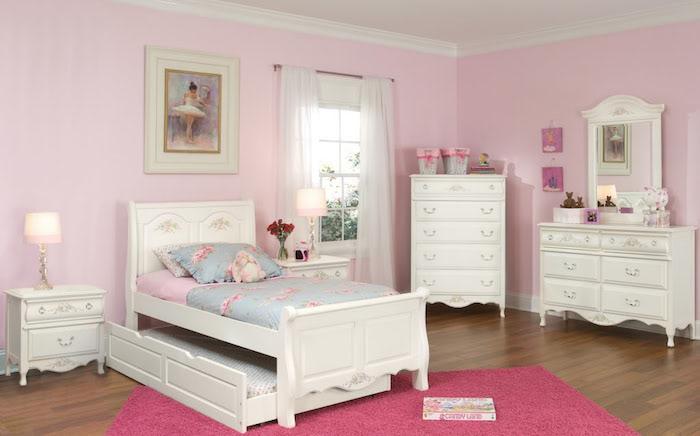 chambre de fille avec lit enfant avec rangement style classique princesse sissi avec murs roses