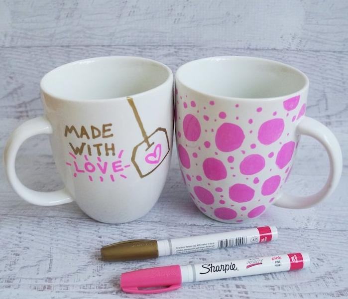 mug personnalisé au feutre et cuit au four, idée de bricolage fête des mères maternelle, feutre rose et or