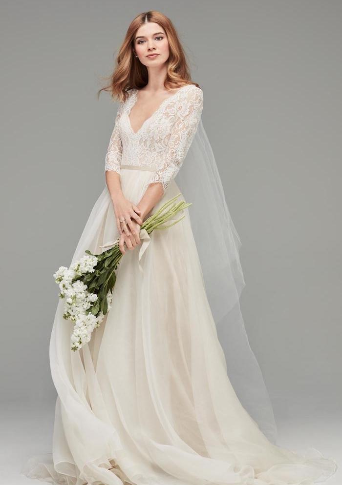 les plus belles robes de mariée, robe avec manches longues dentelle et une jupe semi transparente aérée