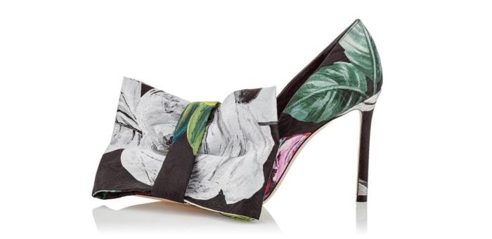 modèle de chaussure noir femme à design futuriste aux motifs floraux avec ruban décoratif à effet 3D et talons hauts