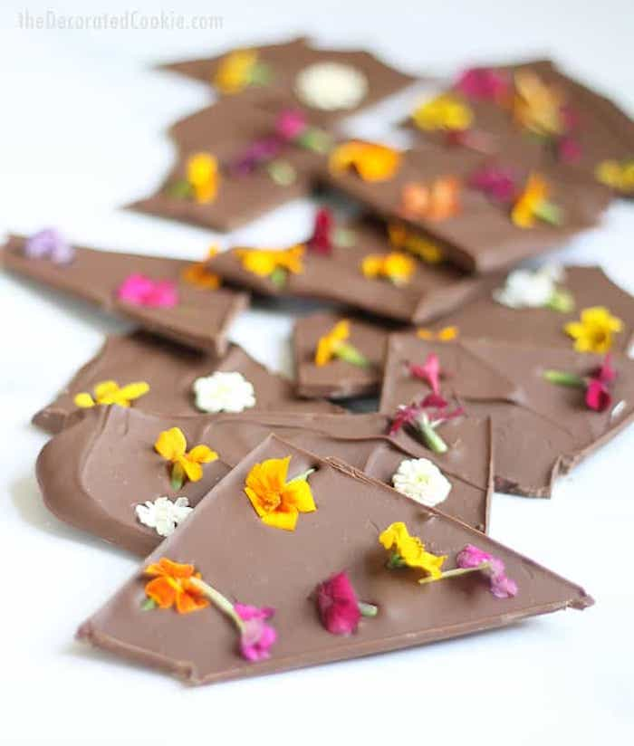 chocolat avec fleurs comestibles idée activités manuelles enfants activite enfant idées loisirs créatifs activites faciles