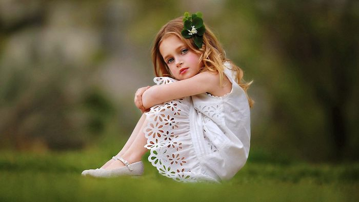 Coupe petite fille coiffure pour petite fille coiffure fillette facile cheveux longs photo petite fille robe blanche
