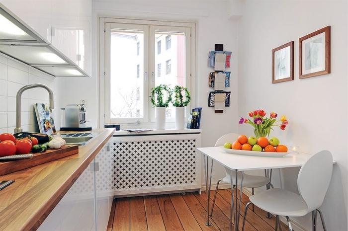 comment aménager une petite cuisine aux murs blancs, agrandir visuellement espace limité avec meubles et peinture blancs