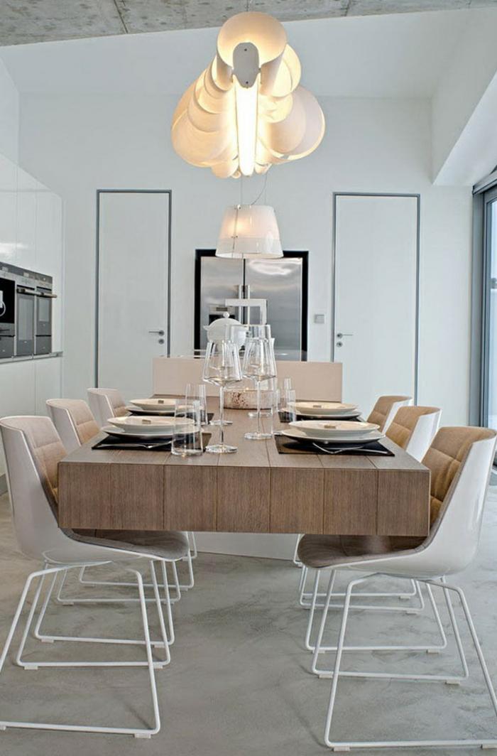 intérieur scandinave cuisine avec ilot, plafonnier fabuleux, table en bois clair