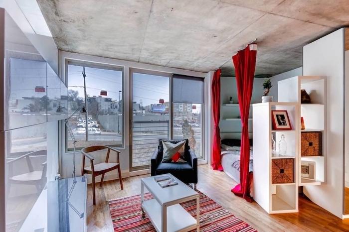 intérieur moderne avec éléments rustiques et meubles blanc et bois, mixer les styles dans la déco petit appartement
