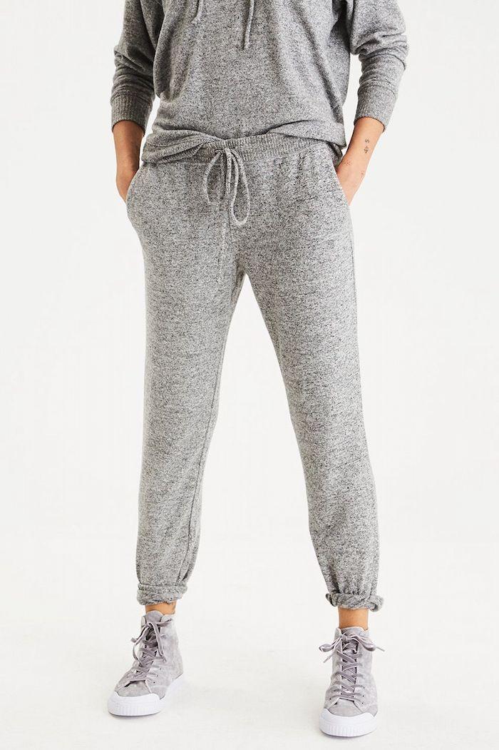 Basquette tendance 2018 femme quelle tenue associer basket et robe tendance gris tenue baskets velour cool
