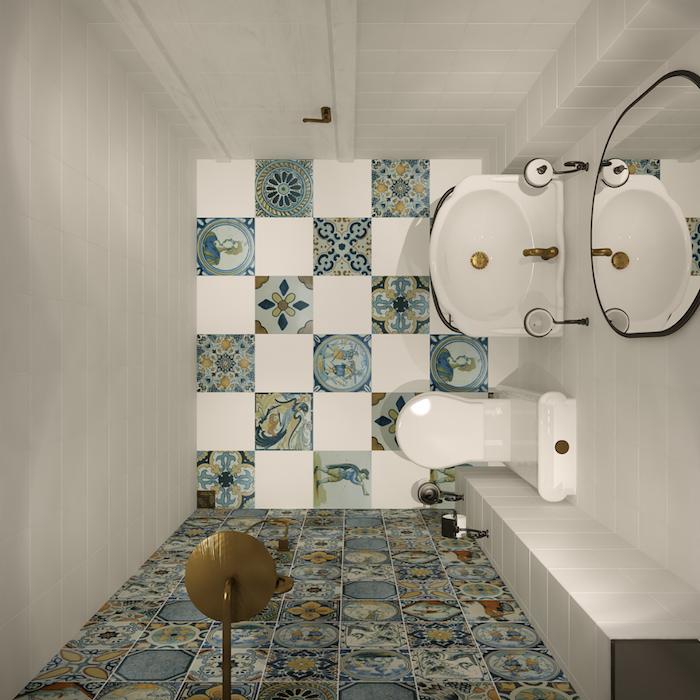 petite salle de bain avec carrelage décoratif et douche à l'italienne