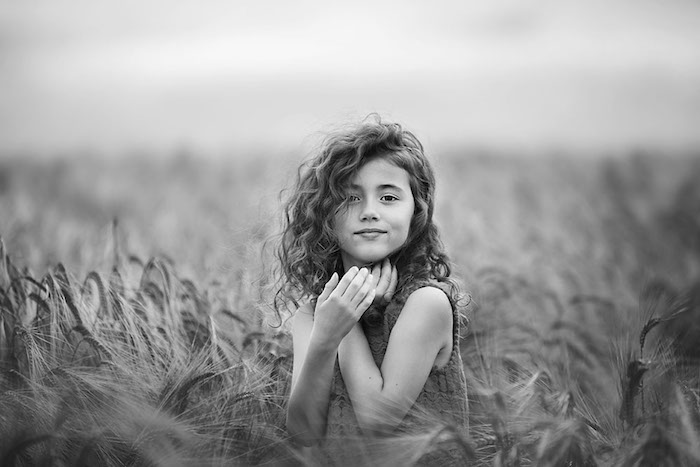 Coiffure fille mariage enfant cheveux carré long mignonne photo cheveux bouclés