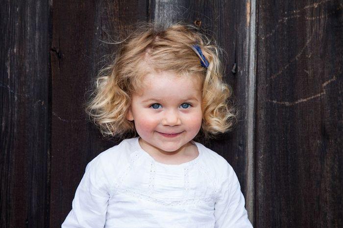 Coiffure facile et rapide coiffure petite fille cheveux court enfant fille mignonne fille blonde cheveux bouclés décontracté