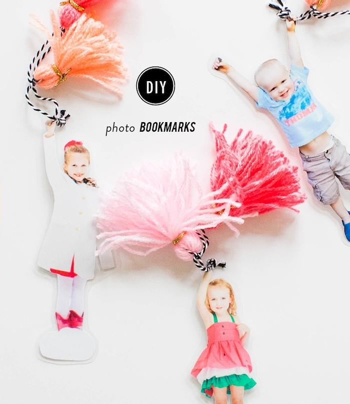 comment fabriquer une marque page en photo enfant avec pompon à franges coloré, cadeau fête des mères maternelle