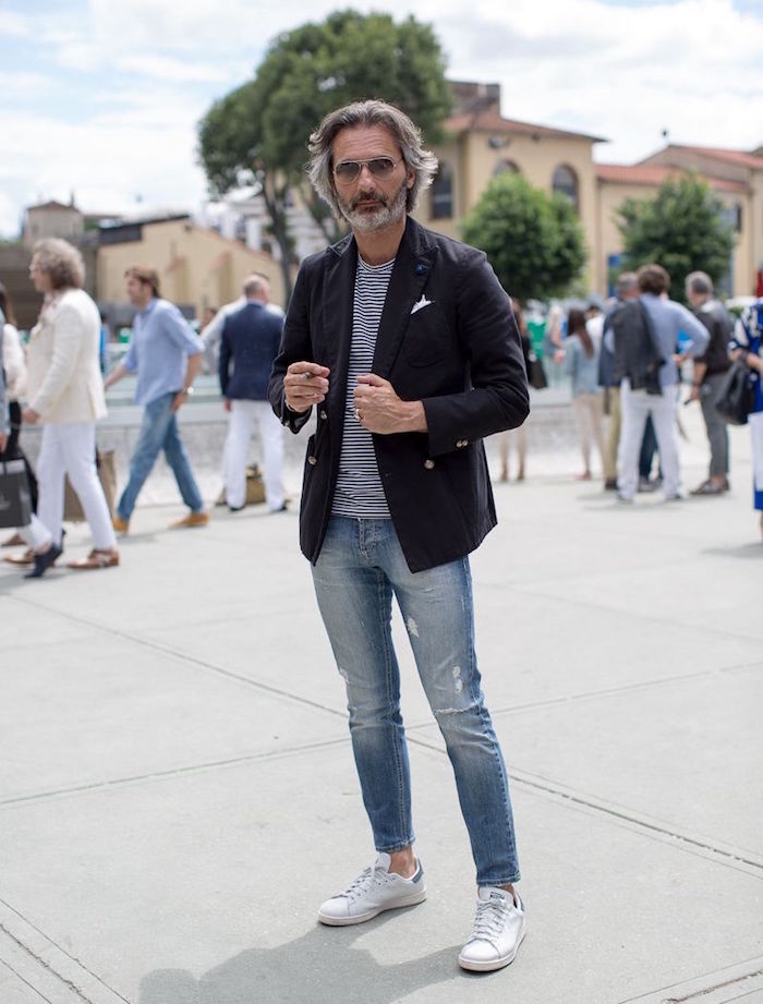 stan smith la chaussure homme a la mode indémodable passe partout en blanc vert