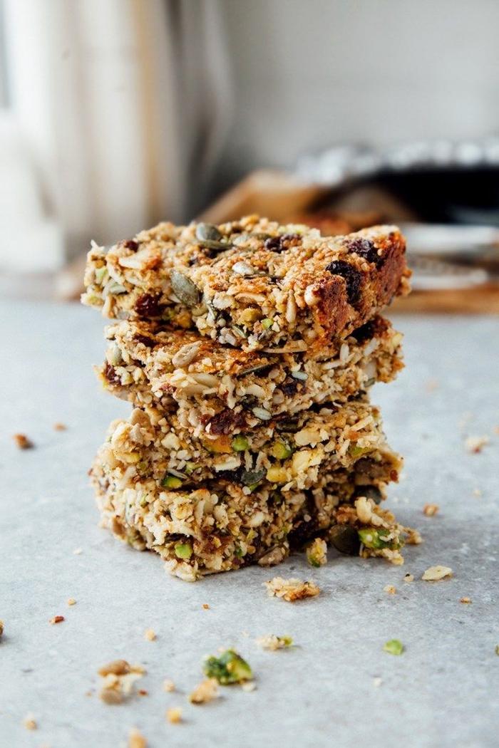 recette de barres protéinées aux graines, idéales pour un petit déjeuner régime spéciale paléo et vegan