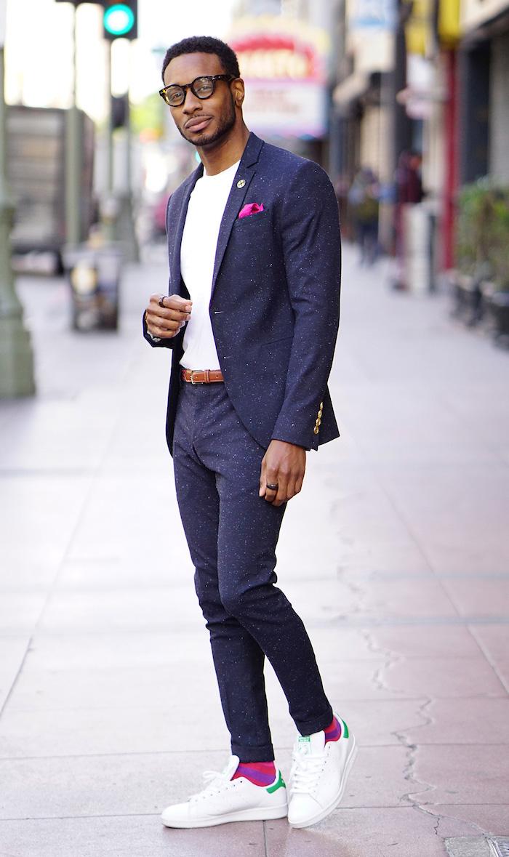 chaussure a la mode homme avec costume décontracté bleu marine tendance