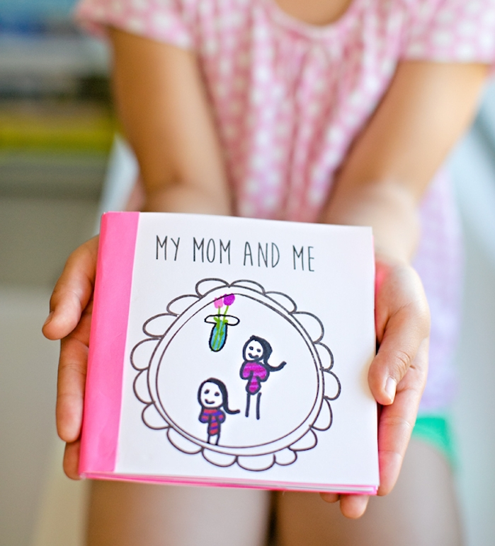 petit livre avec souvenirs pour maman, idée de cadeau de fete des meres interessante, bricolage enfant simple