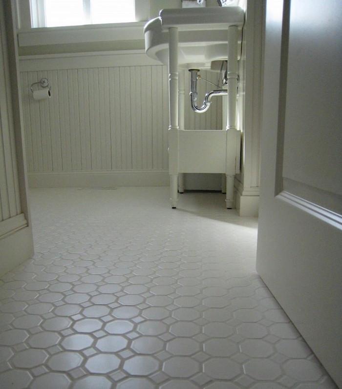 carrelage blanc simple pour salle de bain sobre avec motifs deux tailles