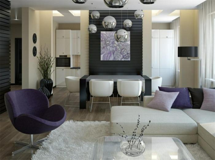 couleur tendance salon, fauteuil lilas cocoon, chaises blanches autour d'une table noire, tapis blanc moelleux
