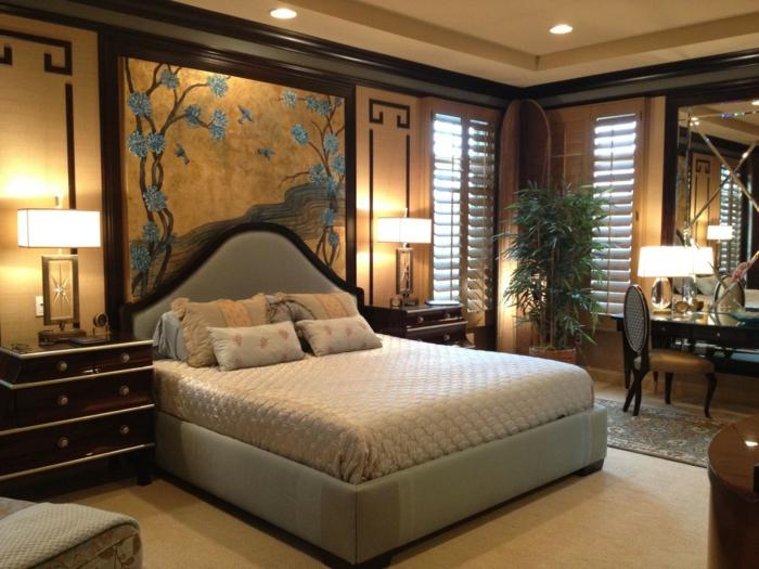 couleur chambre adulte, panneau mural asiatique, grands chevets en bois, bureau et chaise baroques