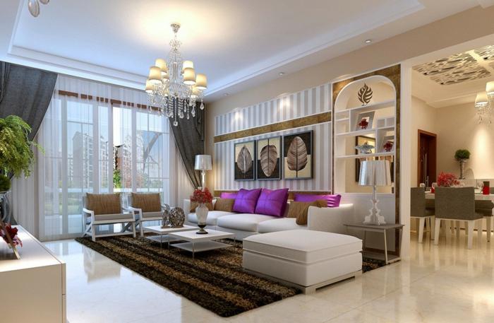 couleur tendance salon, tapis marron rayé, tables basses de salon, coussins lilas, plafonnier baroque