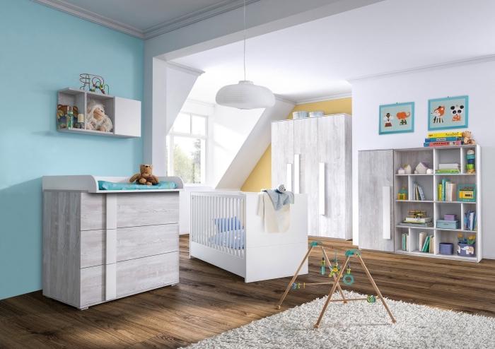 idée pour deco chambre garcon aux murs blancs avec pan de mur bleu et mobilier de bois blanc combiné avec plancher foncé