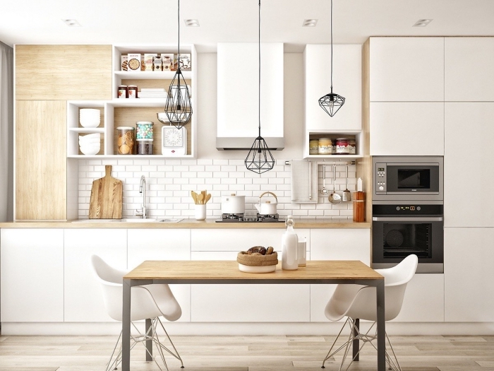 optimiser l'espace avec meubles de rangement vertical et horizontal de bois clair, modèle d'éclairage industriel en noir
