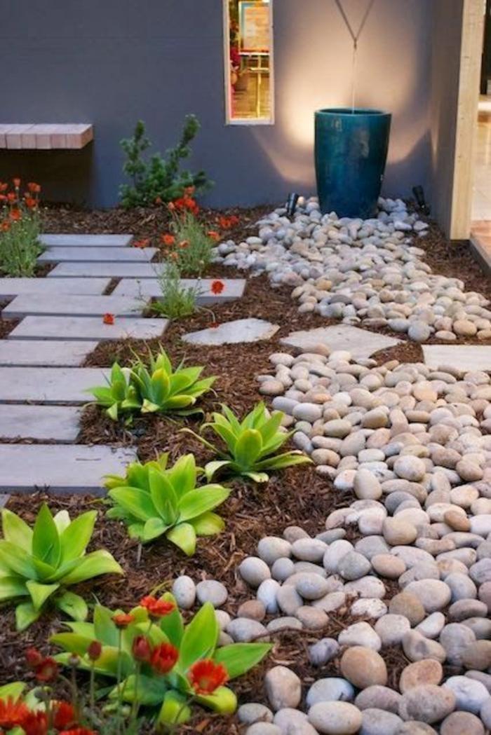 idee amenagemet jardin devant maison, decorer son jardin en style asiatique, avec des petites pierres et des plantes vertes, illumination de l'entrée