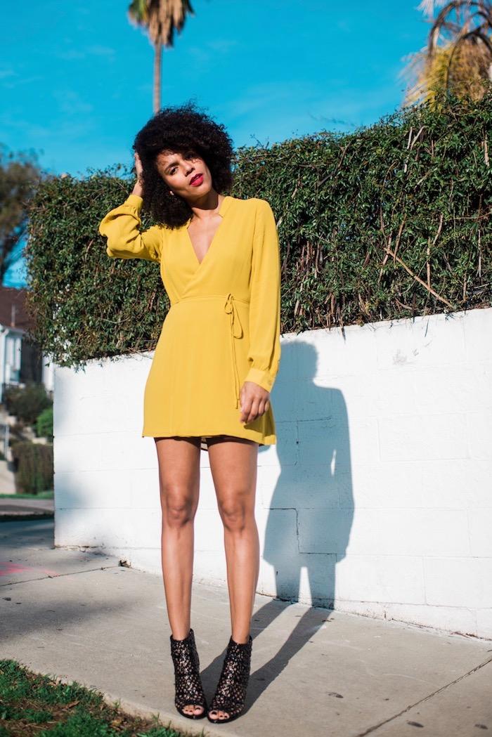Quelle tenue pour un baptême choisir une robe chic femme photo robe jaune courte avec manches longues